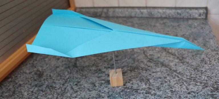 Papierflieger falten